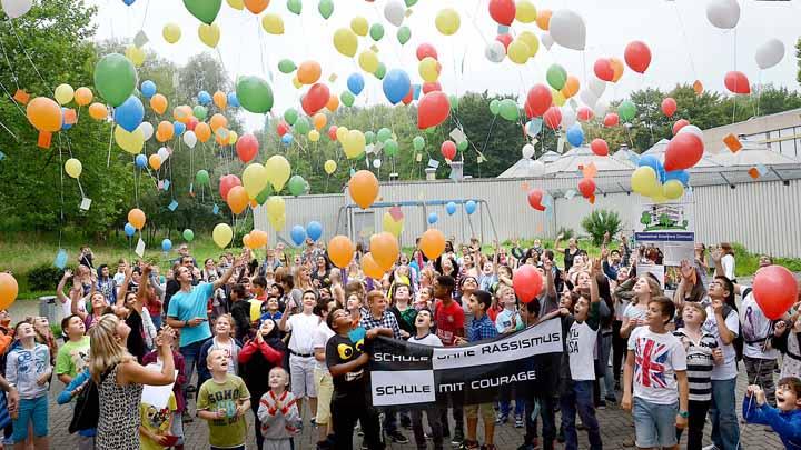 12.08.2015- Einschulungsfeier der 5.-Klässler mit Luftballonstart