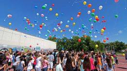 150 Wunschballons gehen in die Luft