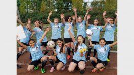 Fußballerinnen verteidigen den Titel